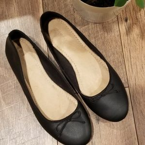Old Navy ballet flats in black
